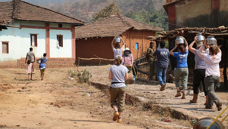 Women volunteers in India build homes in Mumbai