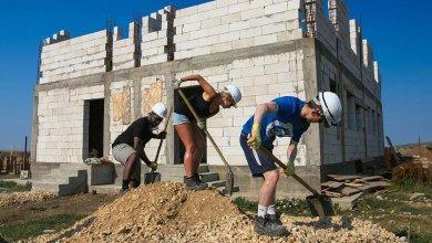 volunteers building social housing romania