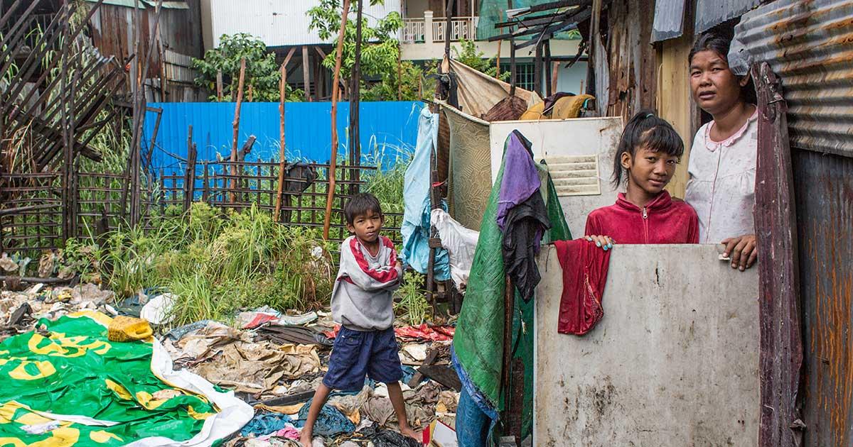 what is an informal settlement - housing crisis of slums
