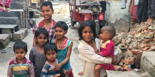 india slums urbanisation children